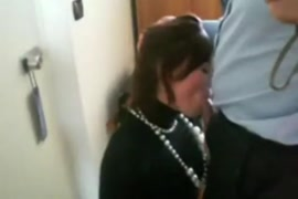 Maman française baise avec son fils sur pornox