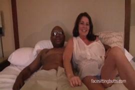 Video femme baissé par une cambrioleuse lesbienne